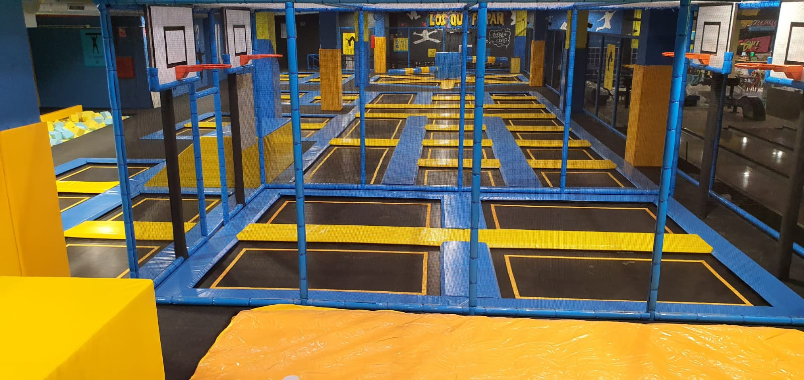 parques deportivos camas elasticas baloncesto